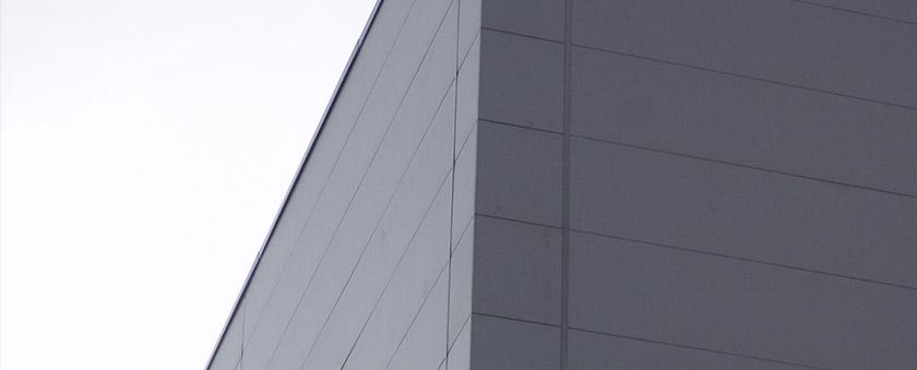 sistemas-de-fachada-con-panel-metalico